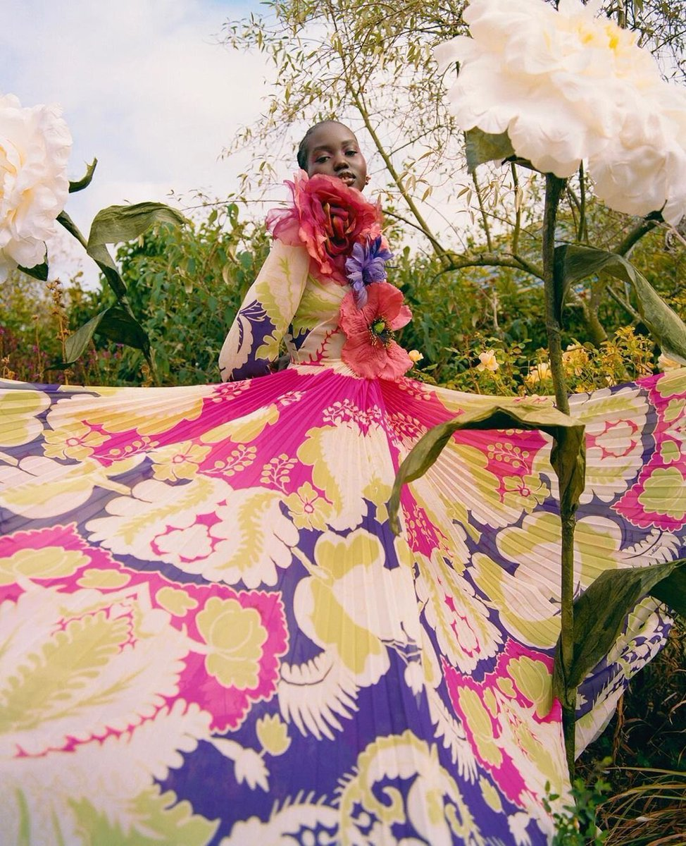For an otherworldly shoot by #Nadineijewere for @BritishVogue, model and house muse @adutakech1 was photographed in a pleated print dress from #ValentinoDiary by #PierpaoloPiccioli.   #ValentinoNewsstand