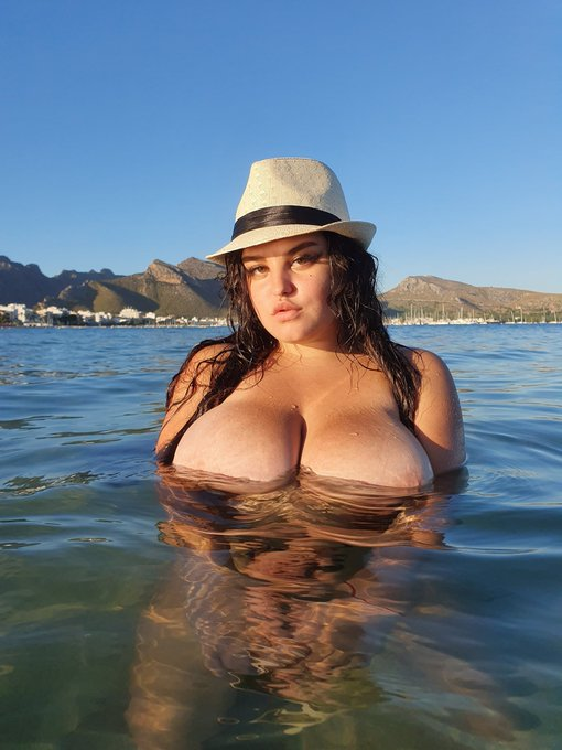 1 pic. I like swimming topless, you can see it once on a beach in Europe or on my onlyfans ❤ 🙏👇 https://t