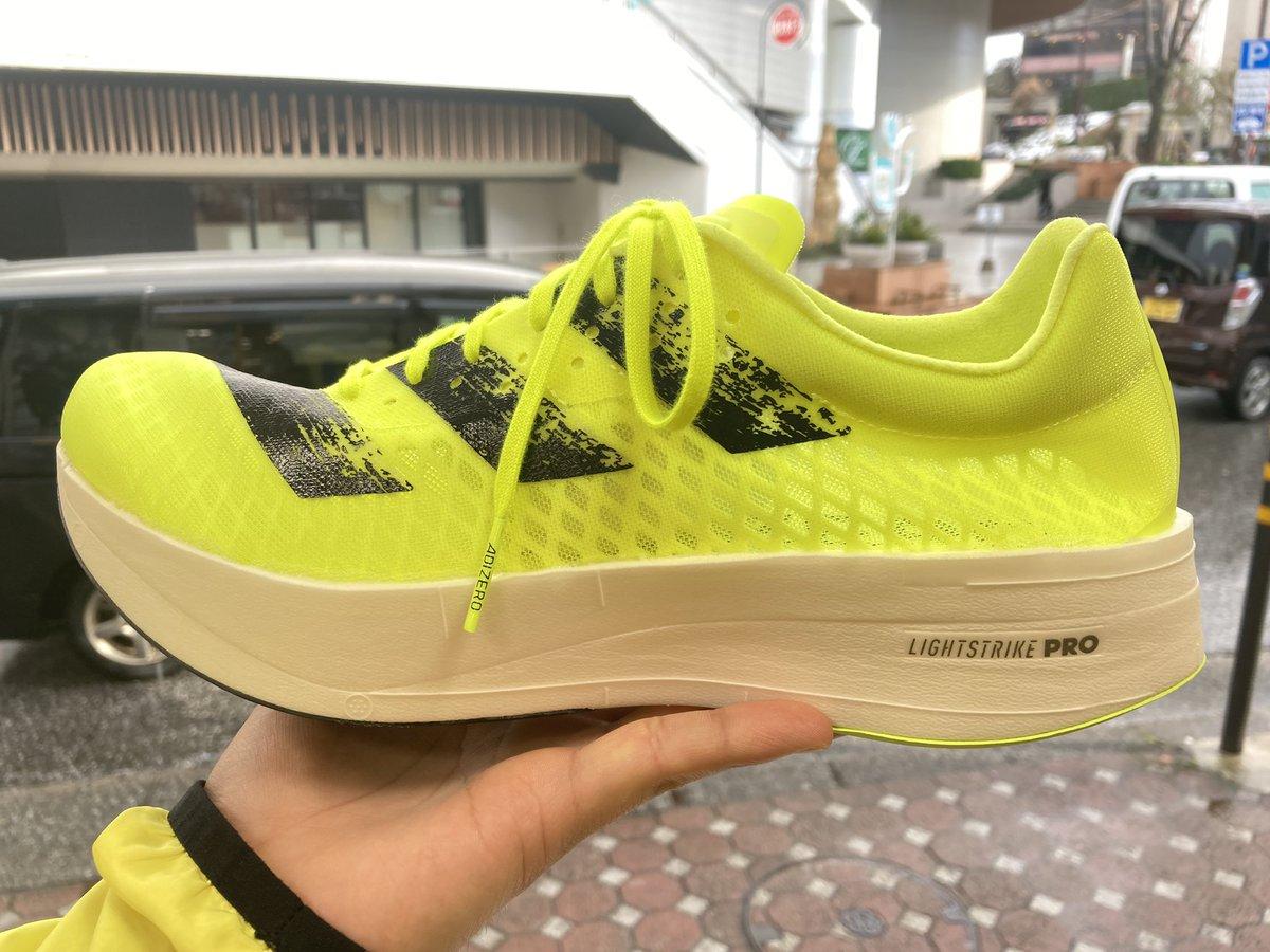 さらに #adidas #adizeroadiospro ㅤ こちらはアディダス公式およびステップスポーツのみで販売の激レアシューズになりそうです😶 ㅤ 残りサイズ 25.0cm 25.5cm 27.0cm すぐに発送も可能です! ㅤ ☎︎076-222-4192 もしくはDMにてご連絡をお待ちしております!