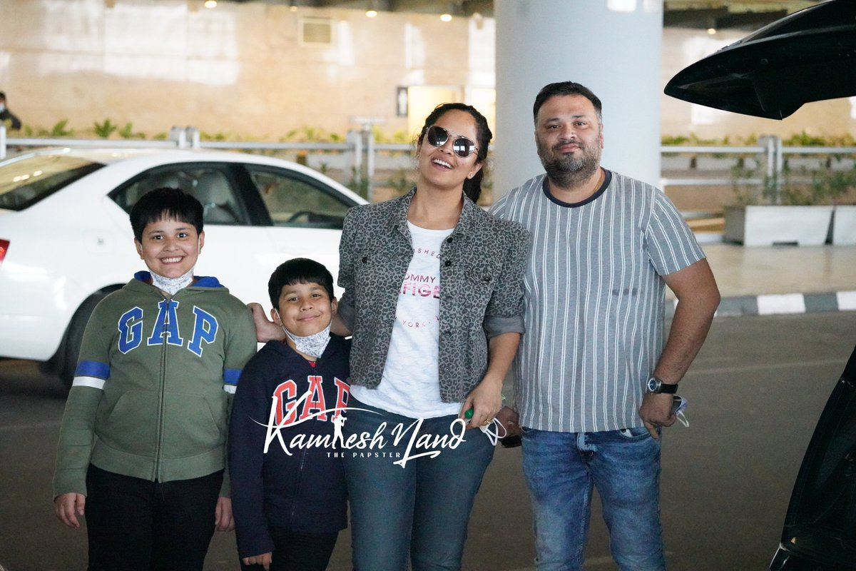Beautiful 💗 look at this two cute little bunnies smile @anusuyakhasba with family papped at @RGIAHyd Back to Hyderabad post #NewYear2021 vacation  📸 @kamlesh_nand #anasuyabharadwaj #southpaparazzi