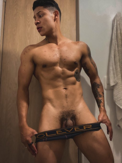 Happy start of week #online Come to see me in my room now at @Flirt4Free RT  https://t.co/KT7FhB4Go1  @MaleCams