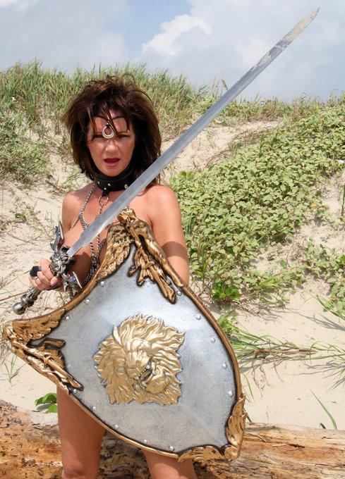 1 pic. Warrior Deauxma.  https://t.co/c2sl3rXlmJ https://t.co/aX1kgn23yt