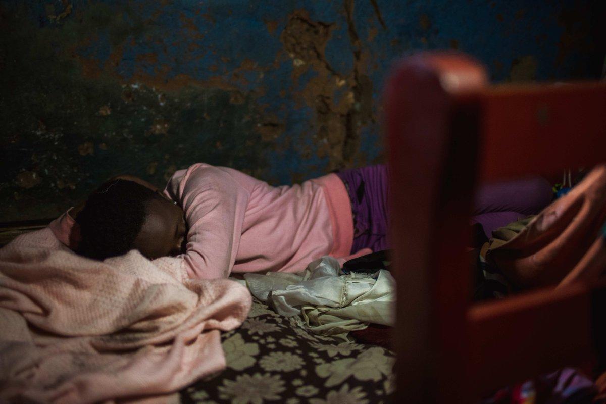 """#CoronaStudie: """"Ich habe Angst, Corona zu bekommen und zu verhungern"""", berichtet uns ein 15-jähriges Mädchen aus Kenia. Welche Auswirkungen #Covid19 auf die #psychische #Gesundheit arbeitender Kinder und Jugendlicher hat, gibt's hier zum Nachlesen: https://t.co/IUPWRTjqEZ https://t.co/2kMH4VUDxX"""