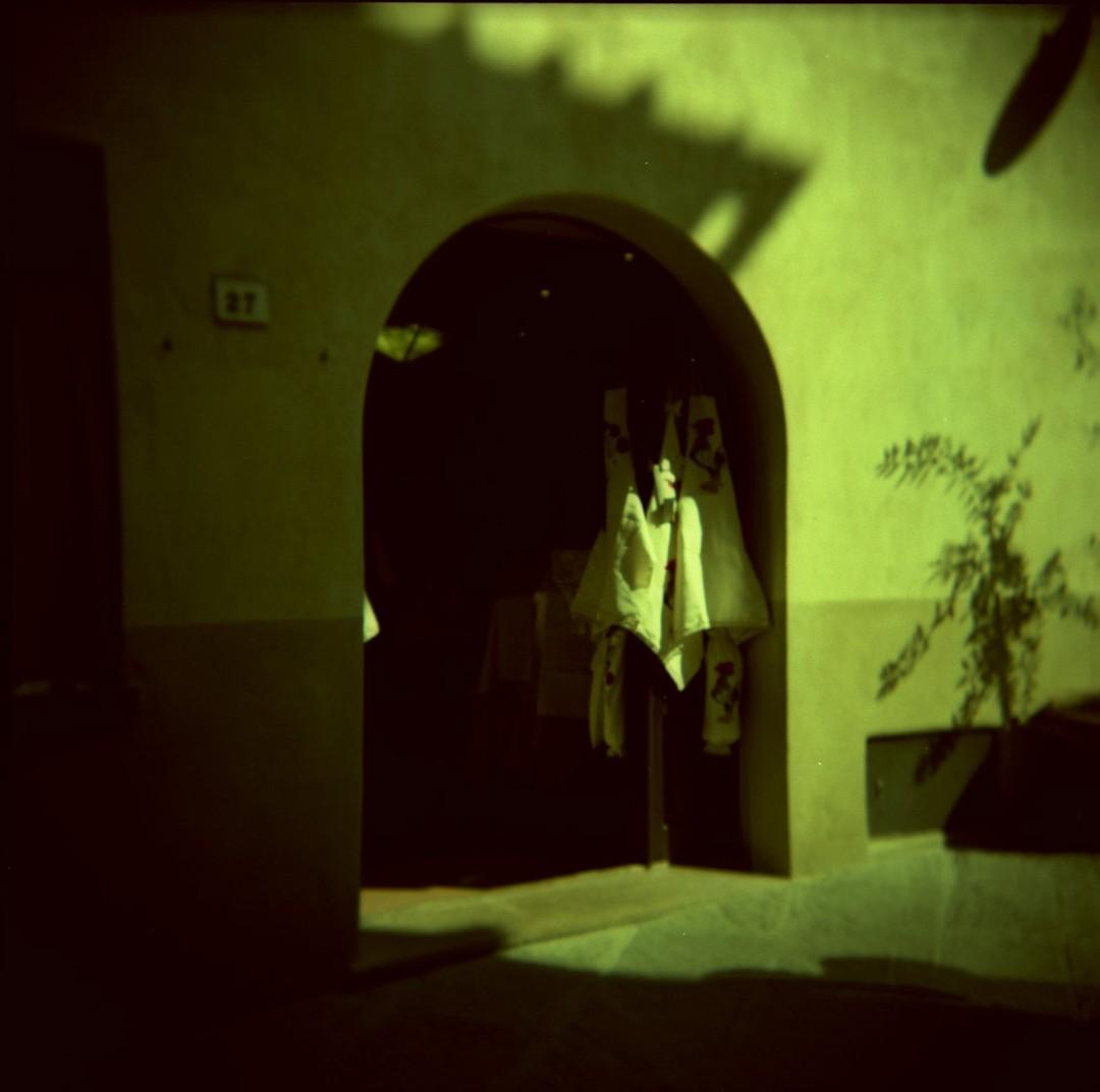 Val d'Orcia⠀ 2006 @ Valentina CInelli⠀ @bastet⠀ ⠀ Holga, Provia⠀ ⠀ #analog #analogphotography #filmphotography #filmisnotdead #xpro #crossprocessing #bastetph #bastetphoto #nikonfe #valentinacinelli #provia #holga
