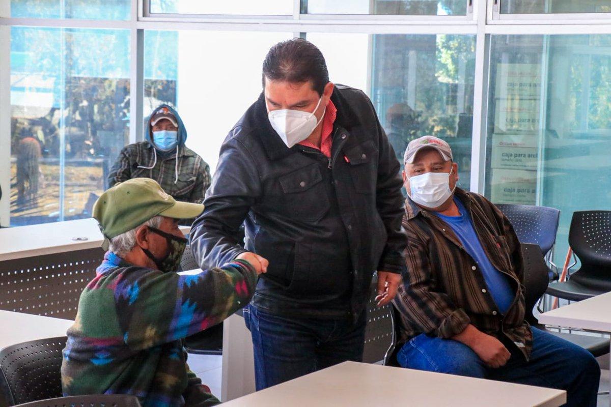 El Secretario Gustavo Uribe Góngora realiza entrega de equipo de protección al personal de Viveros Forestales y convoca a reunión de planeación con subsecretarios. #TrabajemosUnidos #SeguimosCumpliendo