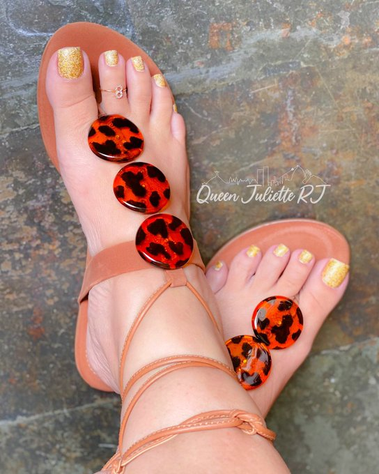 1 pic. Onlyfans da @juliette_rj  ✨👣 36 ✨Long toenails ✨Bbw Disponivel para: ✨  sessão online/presencial ✨