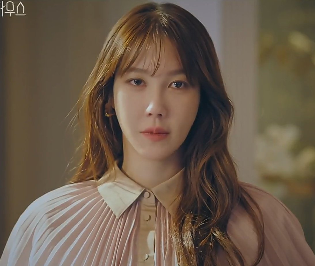 """◡・ on Twitter: """"since they decided to k word the queen here's shim suryeon  being effortlessly gorgeous #PenthouseEp20… """""""