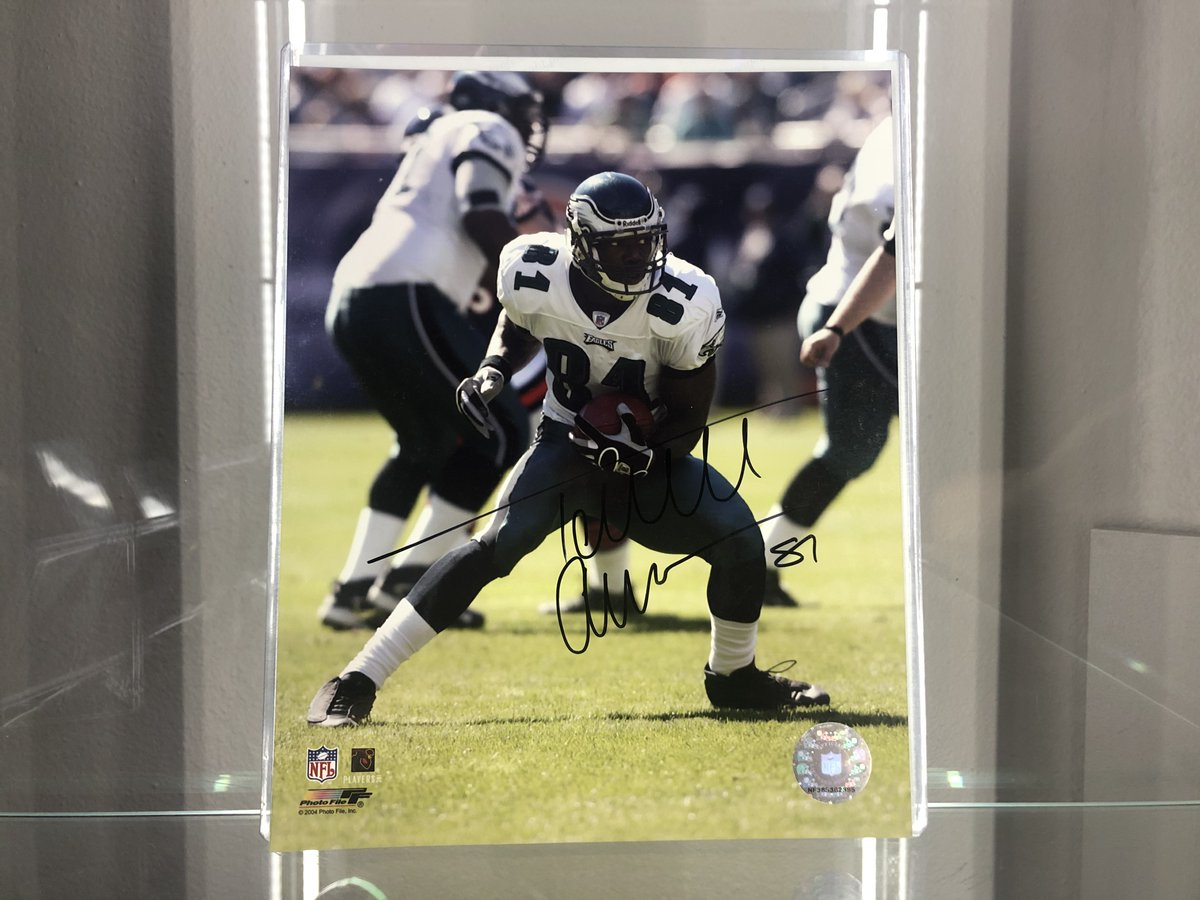 🚨 #PHLSportsNation GIVEAWAY 🚨  👉Terrell Owens Signed Image👈  A Thank You to our fans for following along with us this season!  1 lucky winner will be selected.  To WIN ⤵️ 1) RT this tweet 2) FOLLOW @JoshReynolds24 & @PHLSportsNation      •• Winner announced 1/8-5PM EST
