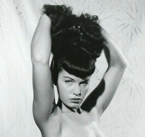 👑 The undisputed pinup queen of the universe! 💖🏆  ~Photo by Bunny Yeager~  #queenofpinups #bettiepage