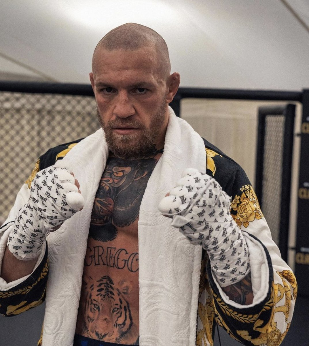 """""""There comes a time when you need to stop handing out flyers and get back to the damn shop""""  - Conor McGregor  He's laser focused headed into January 23rd."""