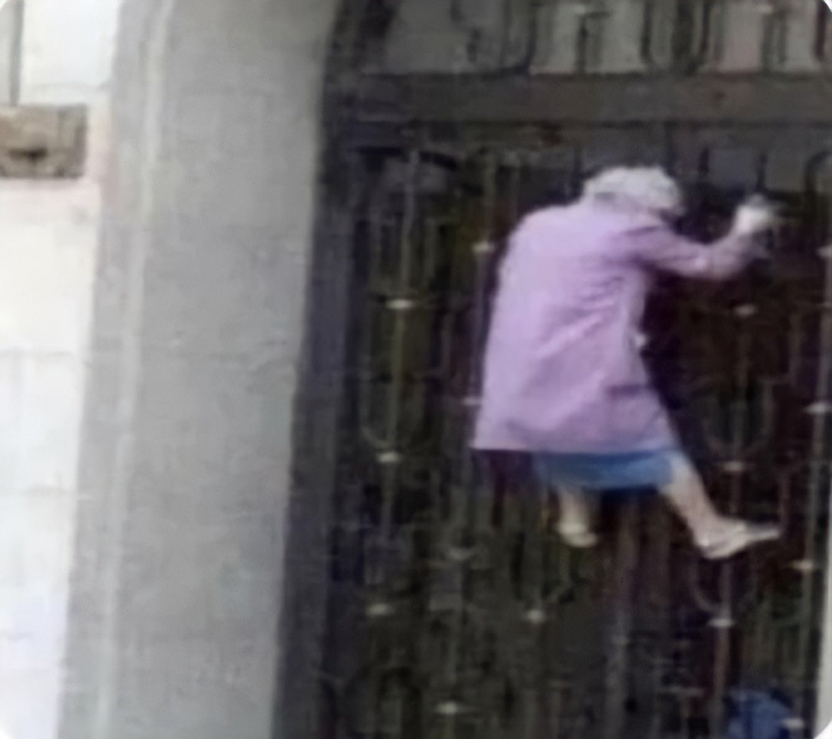 // heatwaves , dnf   *me reading heatwaves chap 10 rn*  the ppl trying to get in ao3: