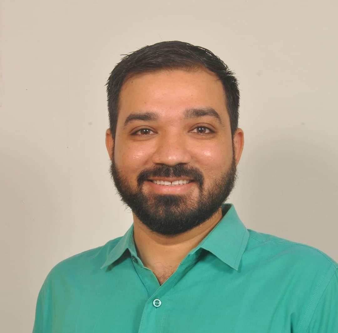 """*आपके उम्मीदवार को जाने*   श्री राहुल भुवा (, B.ed) वोर्ड नं-4, राजकोट कॉर्पोरेशन  श्री राहुल भुवा शिक्षक एवं रिसर्चर है। वे """"योद्धा फाउंडेशन"""" नाम से अपने NGO के माध्यम से गरीब बच्चों की शिक्षा को लेकर काम करते है।   #AAP_का_केंडिडेट_जनता_का_केंडिडेट"""