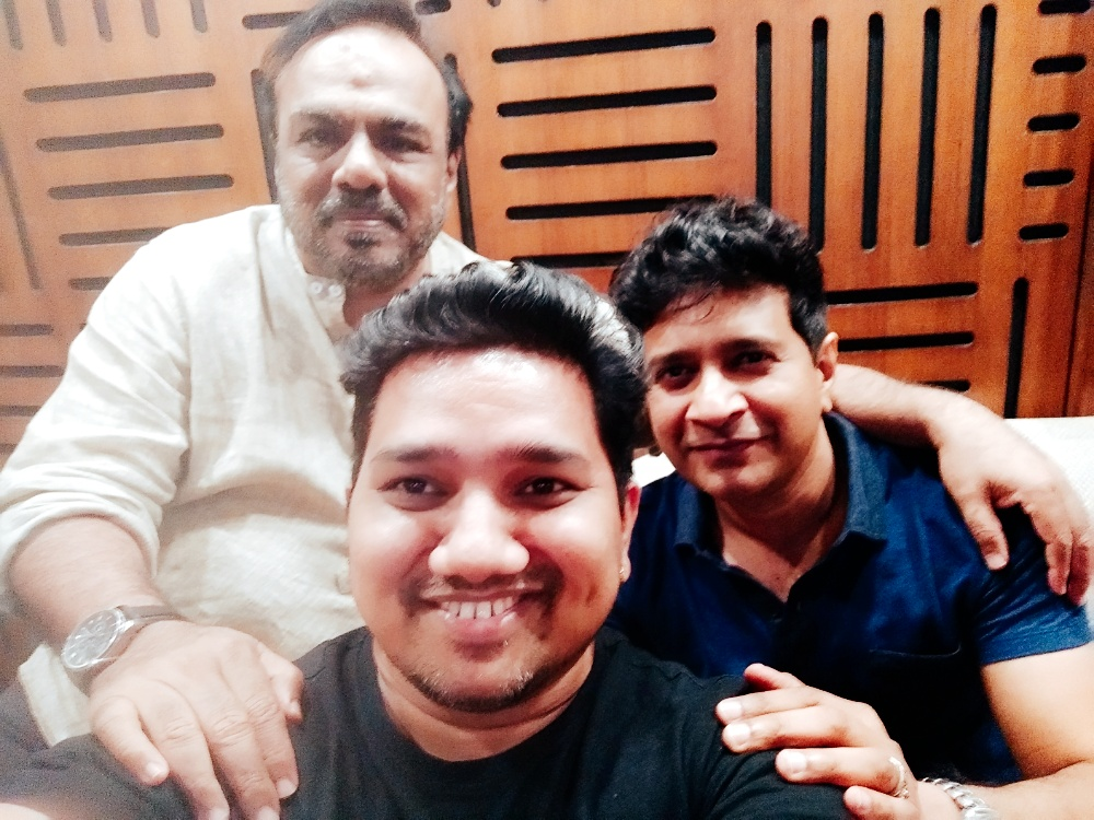 Kindly follow my new twitter handle  @ishwarkofficial  Such a humble person, great to interact with the legends himself One and  only #kk & #mehboob shab #kk #pal #singerkk #mehboob