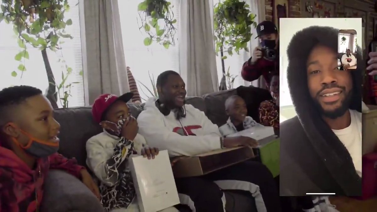 This week, REFORM founding partner @MeekMill & @dreamchasers surprised 35 Philadelphia families affected by the justice system with laptops, iPads, Xbox consoles, clothing, and other toys and gifts for Christmas.