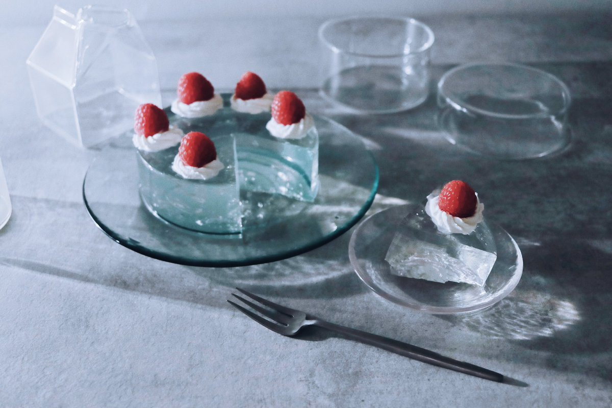 こんなクリスマスケーキもいいかも!透明なゼリーケーキ!