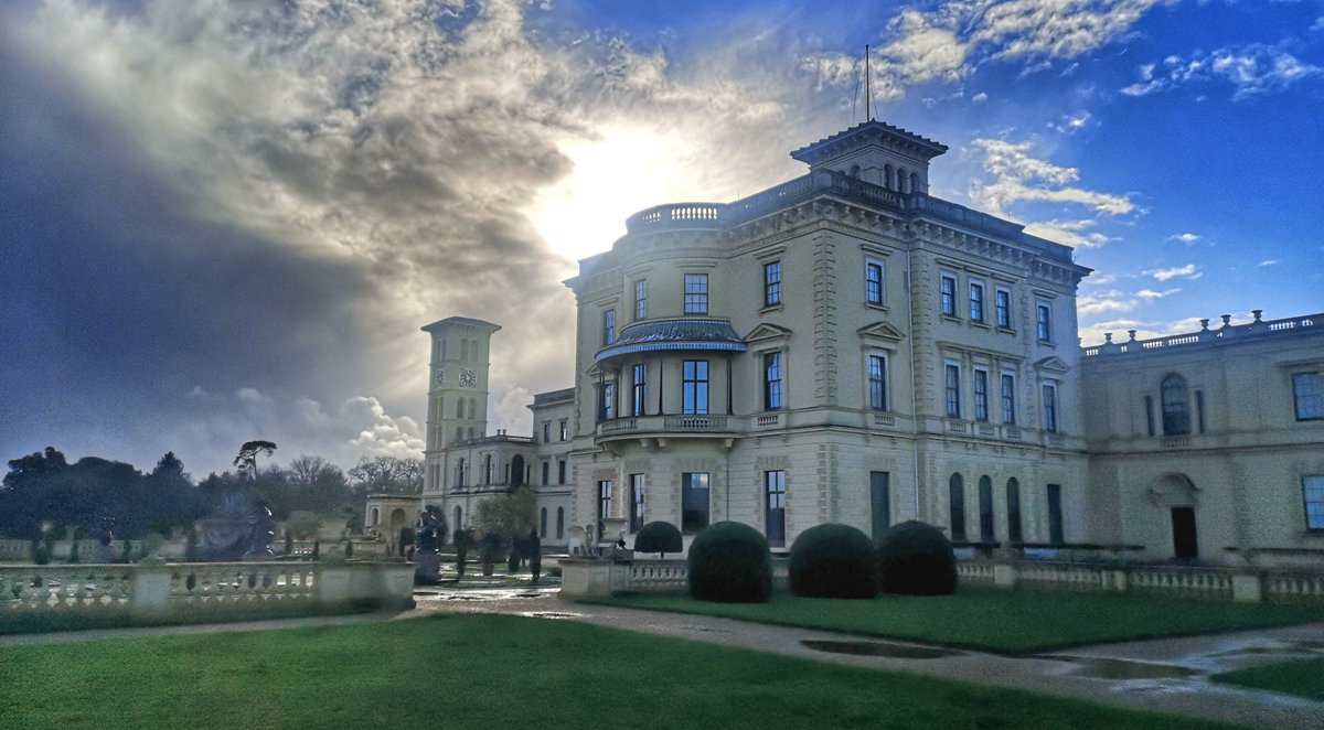 What a fantastic capture of @EHOsborneHouse - a big thanks to Lynda Chandler for sending it through. 📸  We'd love to see your photos from your past visits to Queen Victoria's former holiday home!  #TheIslandIsWaiting #IsleofWight #IOW @EnglishHeritage https://t.co/MhhDwgcge2