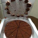 クリスマスに起こった悲劇?ケーキのクリームが箱にくっついてしまう!