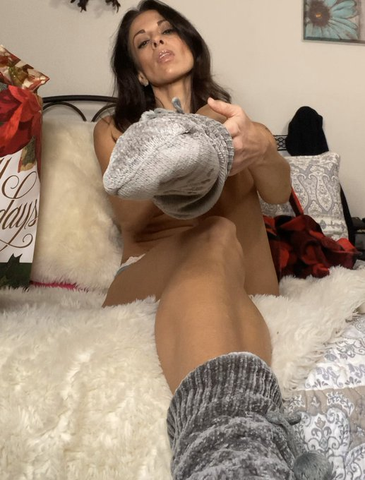 """1 pic. 🎅🏻 """"SQUIRTING FOR SANTA""""  🎅🏻Available on my ONLY FANS NOW! 🎁 $5 to SUBSCRIBE Now-Sunday https://t"""