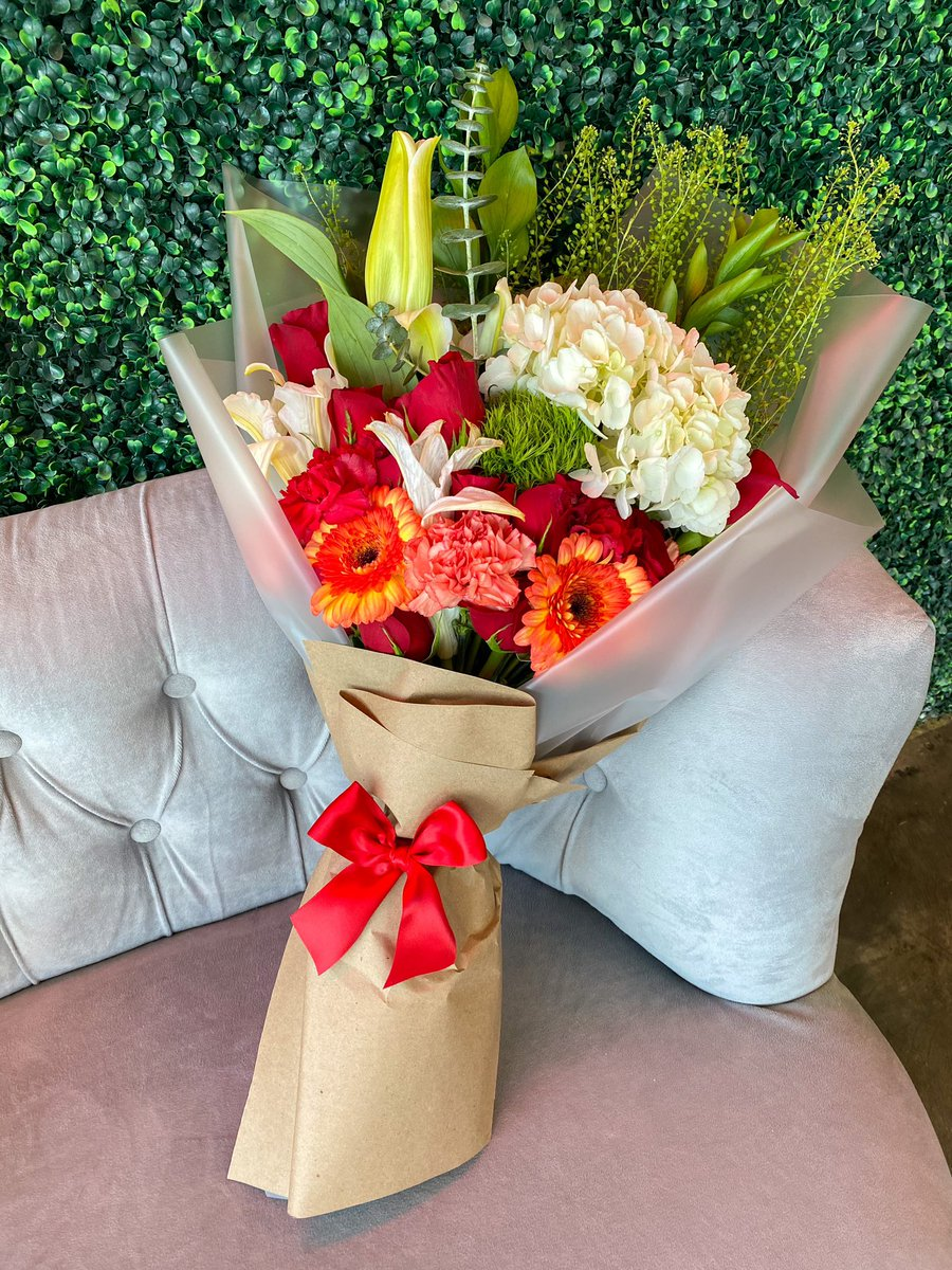 Giving away one of my freestyle bouquets for Christmas! Delivered tomorrow 🤍 just RT this! *Must be following me*