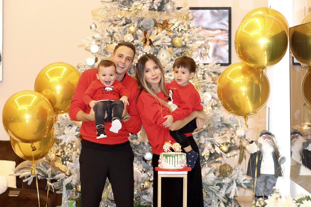 Feliz navidad a todos!!! 🎄🎁 lindo día para disfrutar en familia!! 👨👩👦👦 @fiestapartykarinjimenez  👏🏼