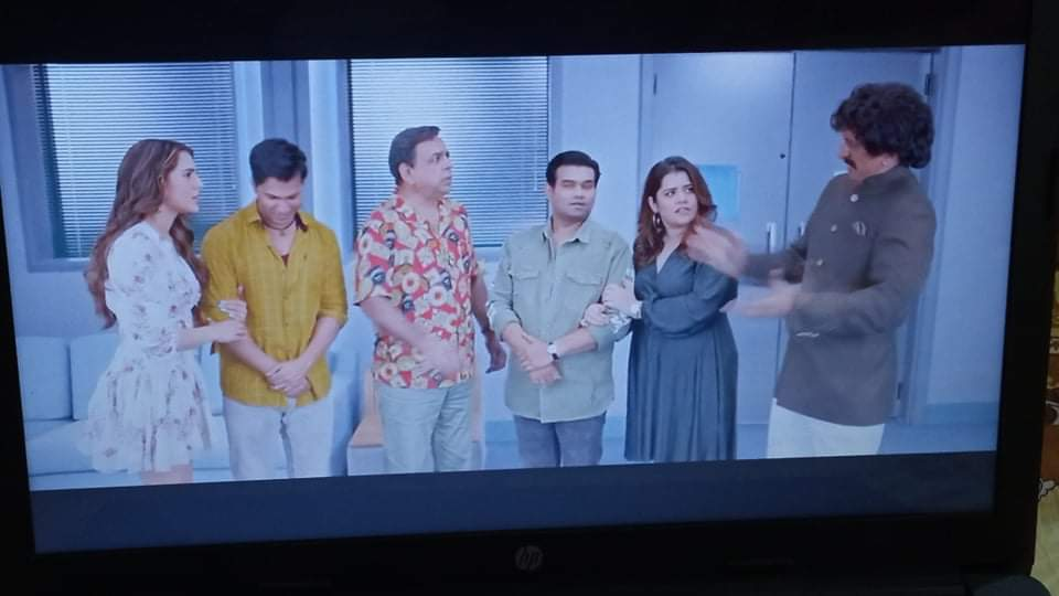 Varun Dhawan and Sara Ali Khan starrer Coolie No. 1  IMAGES, GIF, ANIMATED GIF, WALLPAPER, STICKER FOR WHATSAPP & FACEBOOK