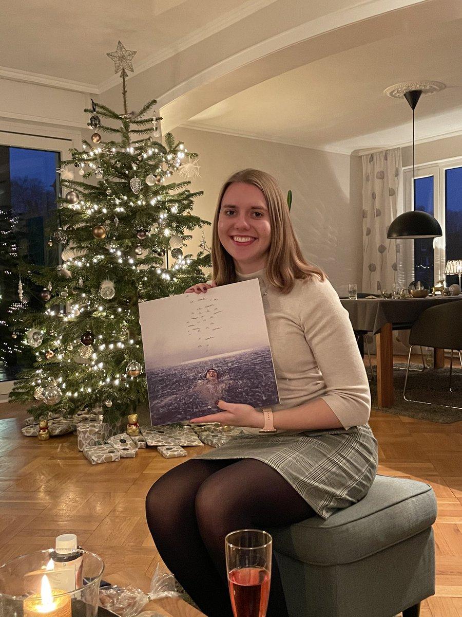 Merry Christmas everyone! I found my #wonder vinyl under the tree 🎄❤️@ShawnMendes ✨ #wonderbuyouts #7daysofwonder