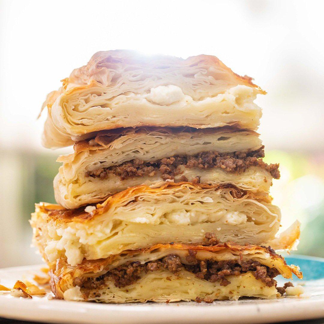 EN KOLAY BÖREK TARİFİ‼️ 🤩 Refika'nın Kıymalı ve Peynirli Tepsi Böreği Tarifi... https://t.co/qIuBVHAOKp https://t.co/7Mg7PlmzJ2