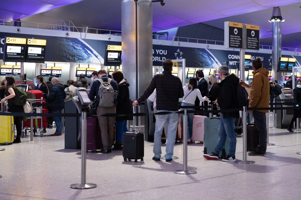 US requires negative coronavirus test from UK travelers