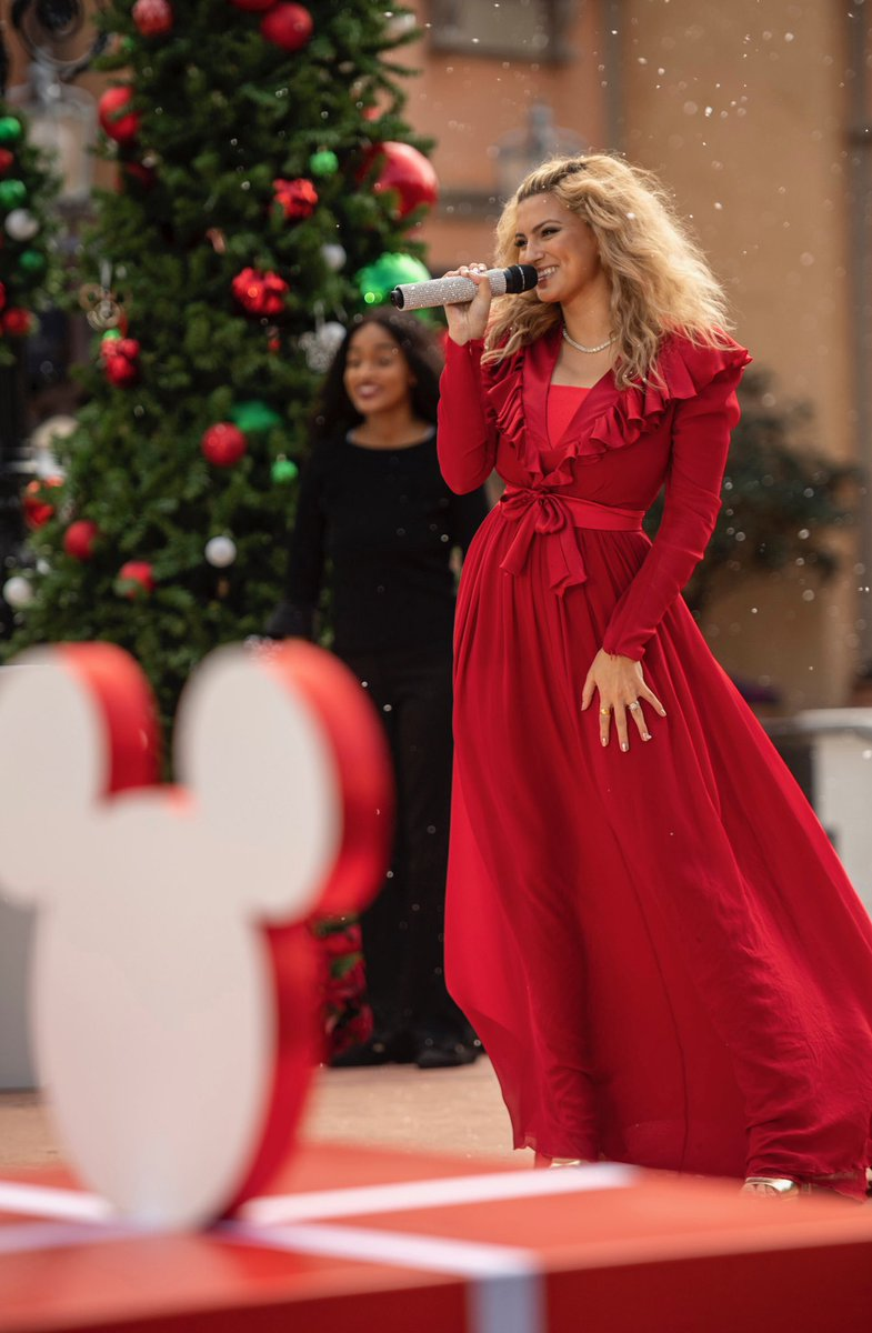 merry christmas everyoneee 🎄♥️ this morning you can watch my performance of 'let it snow' with the @famu_1887 gospel choir from @waltdisneyworld on @abcnetwork at 10 am et/9am ct | pt 🏰✨ #disneychristmascelebration