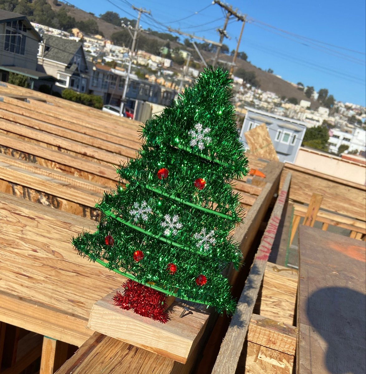 Merry Christmas to you from our site in Daly City! 🎄🎄  We wish a blessed day to everyone in our Habitat family. May we love thy neighbor this holiday season and spread joy! ❤️💚 https://t.co/mOCcRHhPWs