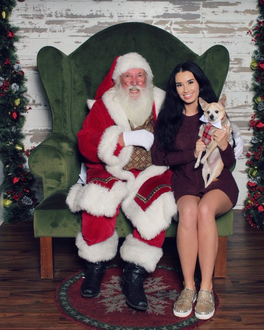 #tb to 2019 w my baby. Merry Christmas everyone ❤️💚🎄 #merrychristmas https://t.co/75OZObOgkp