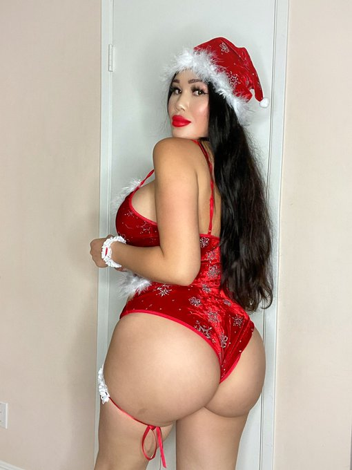 Thick Mrs. Claus 😂 Tell her what you want for Xmas here 😋 https://t.co/OblNPyOqyp https://t.co/bO3lv