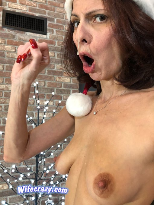 3 pic. Merry Christmas World🎄🎅🏻 My naughty little elf boy came on MommyClaus face 😋😅😂🤣 #wifecrazy https://t
