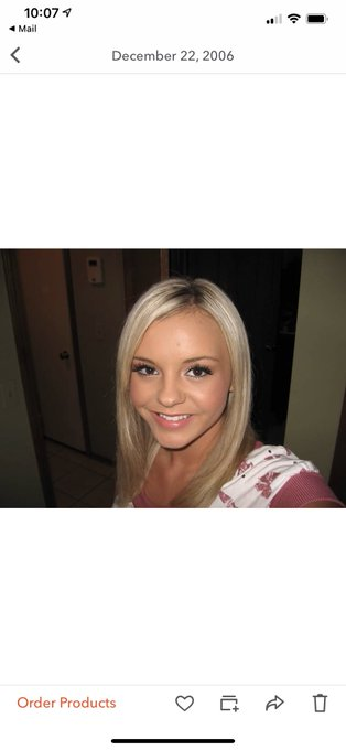My first SELFIE 😭Taken with a CAMERA. 20 yrs old. I was so ready for the iPhone. https://t.co/r2lCQC