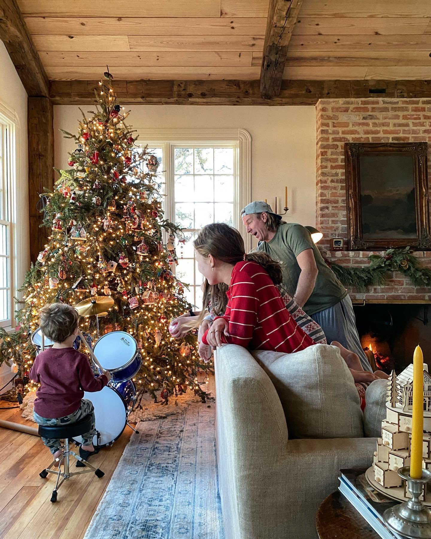 Gaines shared an adorable photo of her son Crew this Christmas, 2020. | Photo: Twitter/joannagaines
