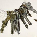 紙の上に鍵?リアルな鍵のイラストがこれ!