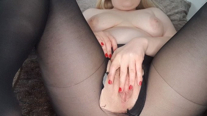Just sold! Cutting+ripping tights and dildo orgasm https://t.co/brWEZC0kIW #MVSales https://t.co/s6X