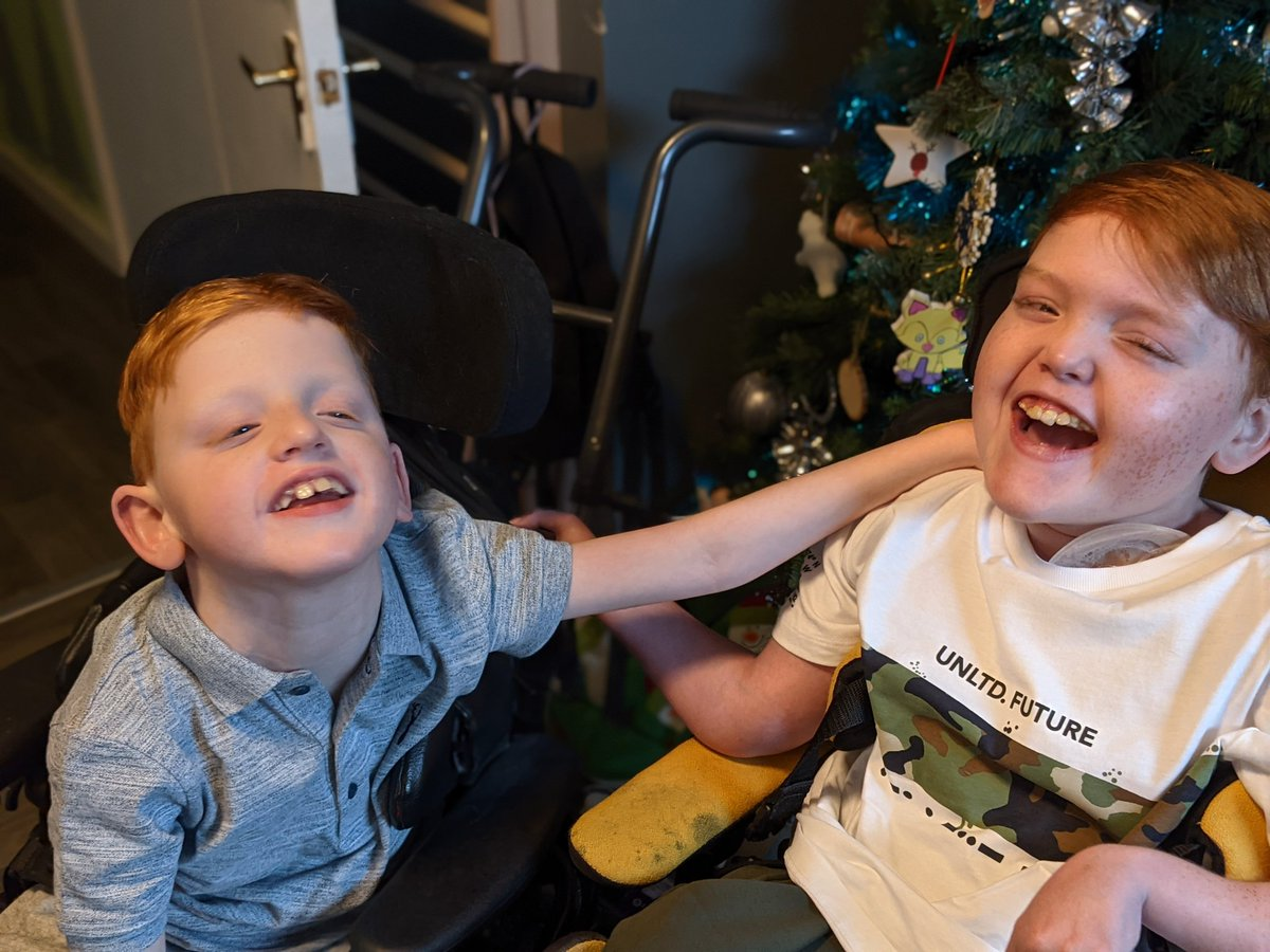 Replying to @sweetpeakiki: A brothers bond that is so special 😍 wishing @ClaireHouse a very merry Christmas 💞
