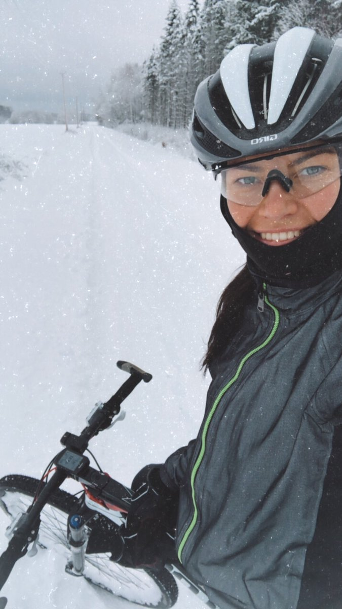 If you wait for the perfect conditions, you'll never get anything done ❄️ #snow #winterride #girlsonbikes #cycling
