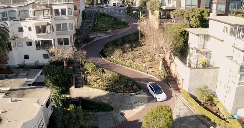 Tesla full self-driving manages San Francisco's famously curvy Lombard Street