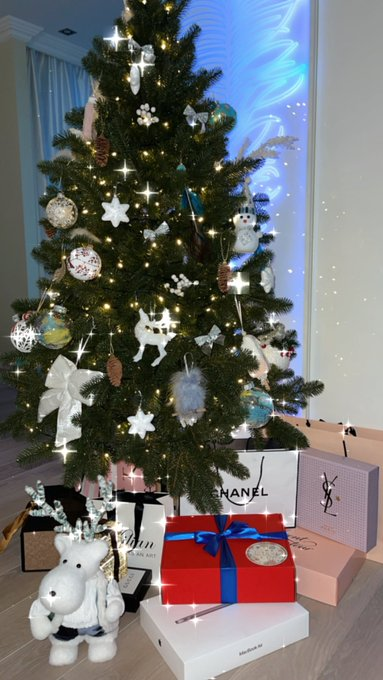 Send me in comments photo of your Christmas tree 🎄😍❤️ Want to see !! 🎁😍 https://t.co/AmxeRd275V