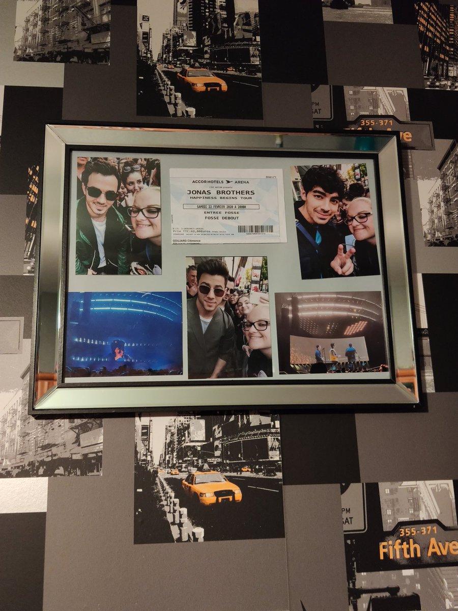 I finally made my souvenir frame 😁 @jonasbrothers @nickjonas @joejonas @kevinjonas @PapaJonas #HappinessBeginsTour #France