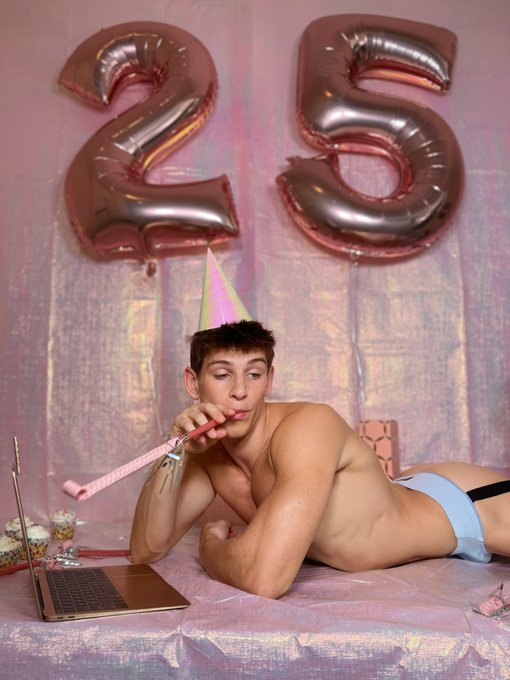 1 pic. All I want for my birthday is for you to subscribe 🥳👇🏻 https://t.co/43gteaH1Wc