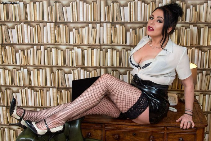 I'm on cam now at #AdultWork.com. Come check me out! https://t.co/epbSPxqMKk (No registration required