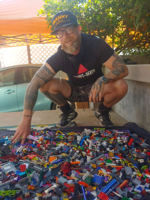 Hoping everyone is having a beautiful holiday. I am so grateful for my life and my family. 1000 legos