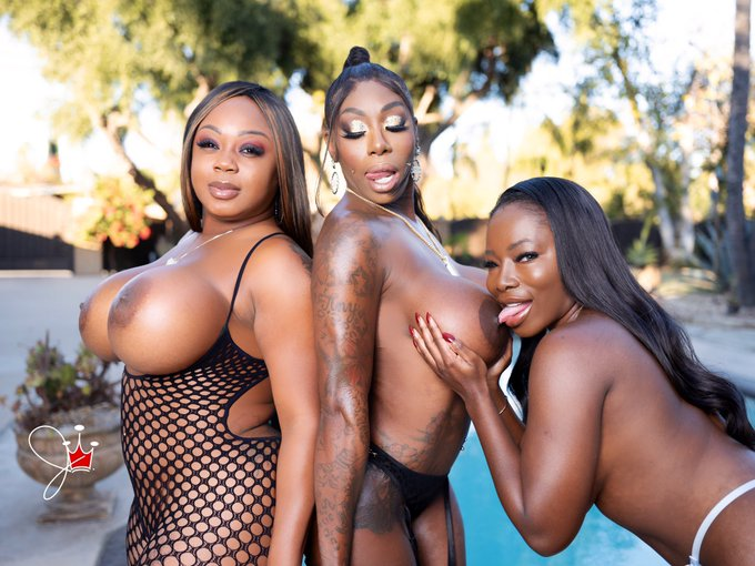 All black everything  with @EbonygoddessM & @IsabelleMillerX https://t.co/YpokO2ipbh