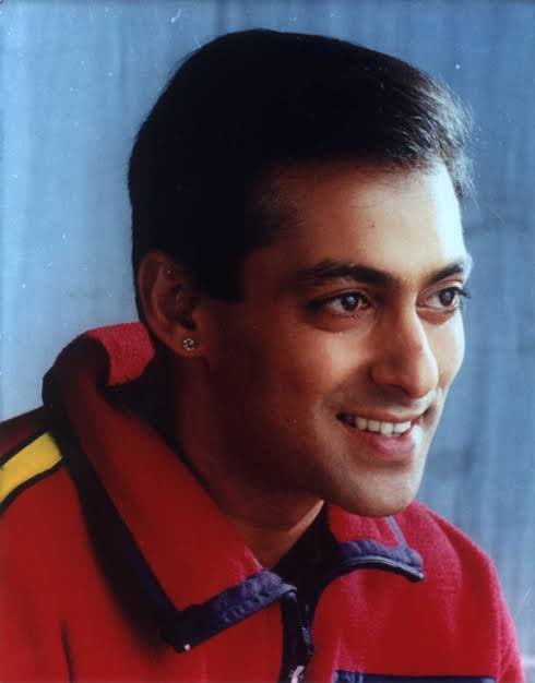 Happy birthday to one of the most magnanimous person @BeingSalmanKhan. Someone who is always there for helping others. I can never forget the amazing memories from the sets of Biwi no.1 and had it not been you pushing me that time, I would still be 140kgs.Lots of love & respect🧡