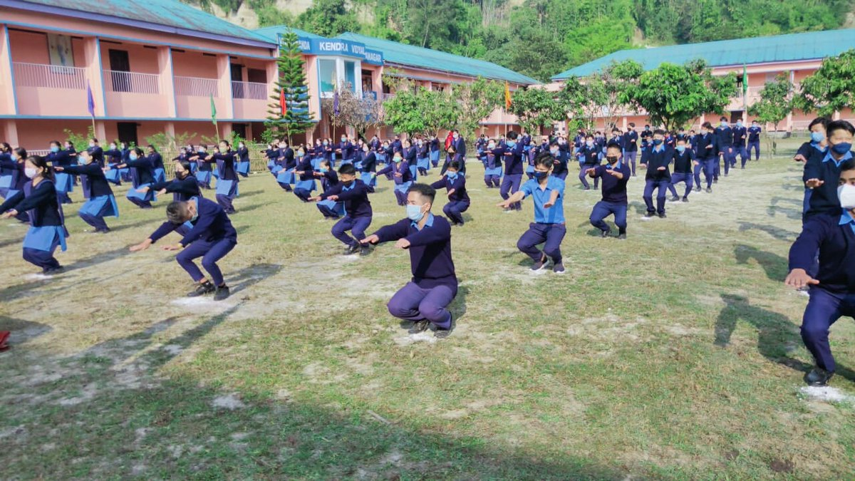 Students of Vivekananda KV, Itanagar, Arunachal Pradesh organized #FitIndiaSchoolWeek in their school and the students had a lot of fun participating in different fitness activities! 👏  Share your School's event photos by tagging @FitIndiaOff.  #newindiafitindia   @PemaKhanduBJP