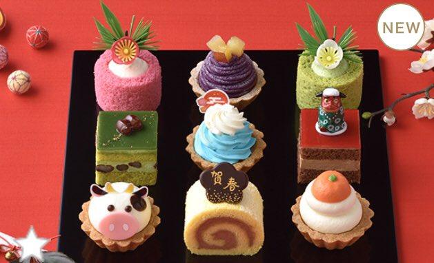 おめでたい気持ちになりそう。コージーコーナーのプチケーキのセット「スイーツおせち」がお正月・新春にふさわしい。