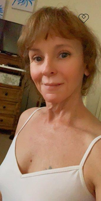 What are you doing today? #sundayvibes #ginger #milf #GILFsOfMatureNL #RedHeadedWoman #natural #Smile